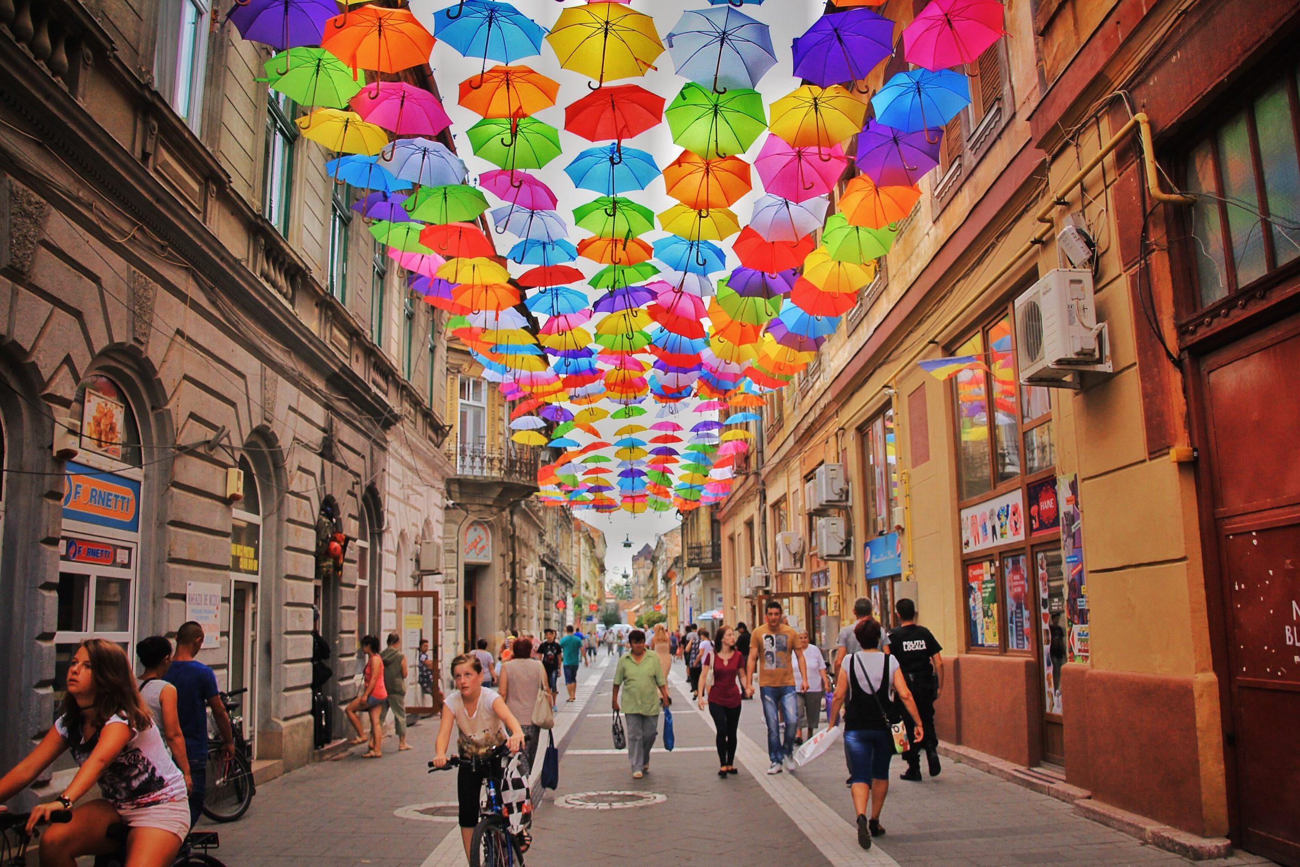 Ou se situe la Roumanie? La Roumanie est un pays situé dans le sud-est de l'Europe, au bord de la mer Noire. Le pays est partiellement situé sur la péninsule des Balkans.